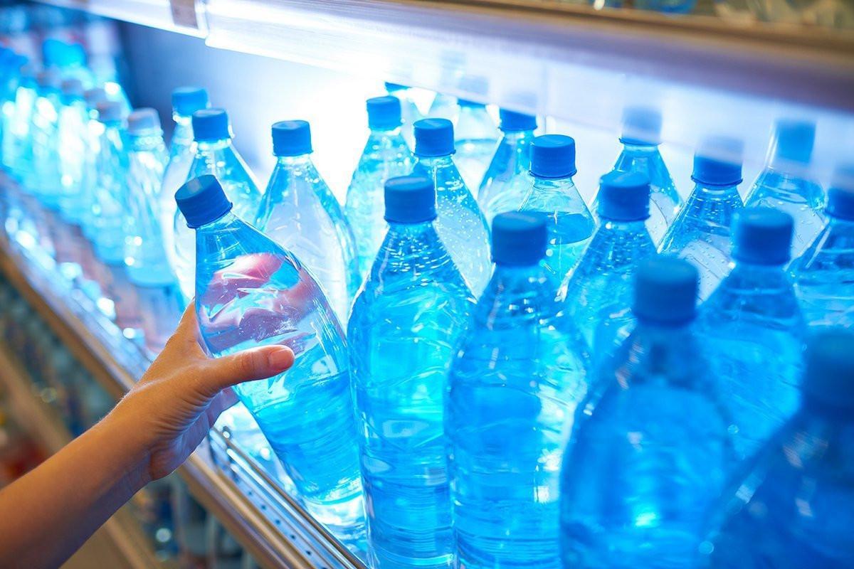 Бутилированная питьевая вода фото